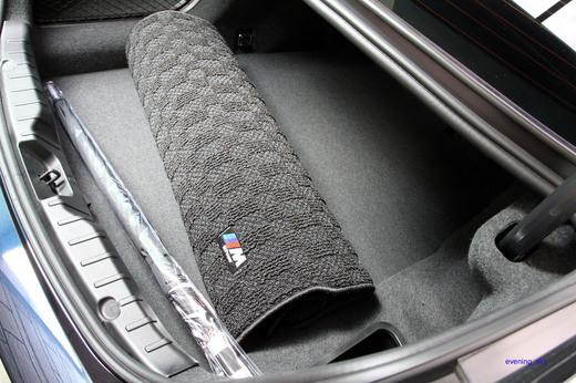 BMW純正F10/5シリーズ・セダン用 Mラゲージルーム(トランク)マット♪